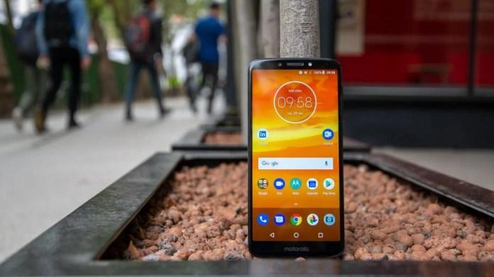Motorola Moto E5 Plus Review A Big Budget Beast Expert Reviews