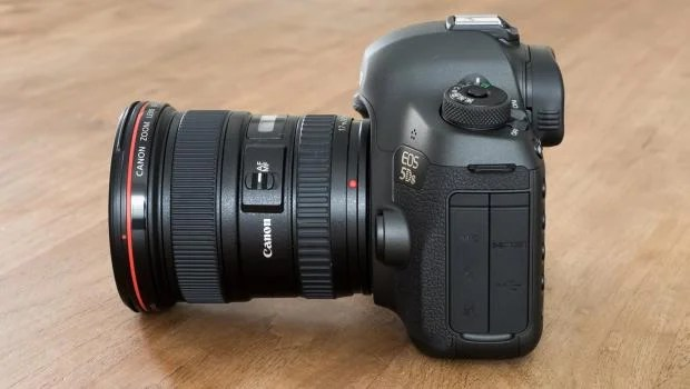 Canon EOS 5Ds side