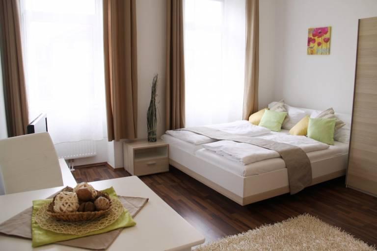 Es la forma más económica de viajar y da la posibilidad de estar todos juntos, ya que son pocos los hoteles que permiten estar más de 4 personas en una misma habitación. Apartamentos en Viena - Alojamiento Wimdu