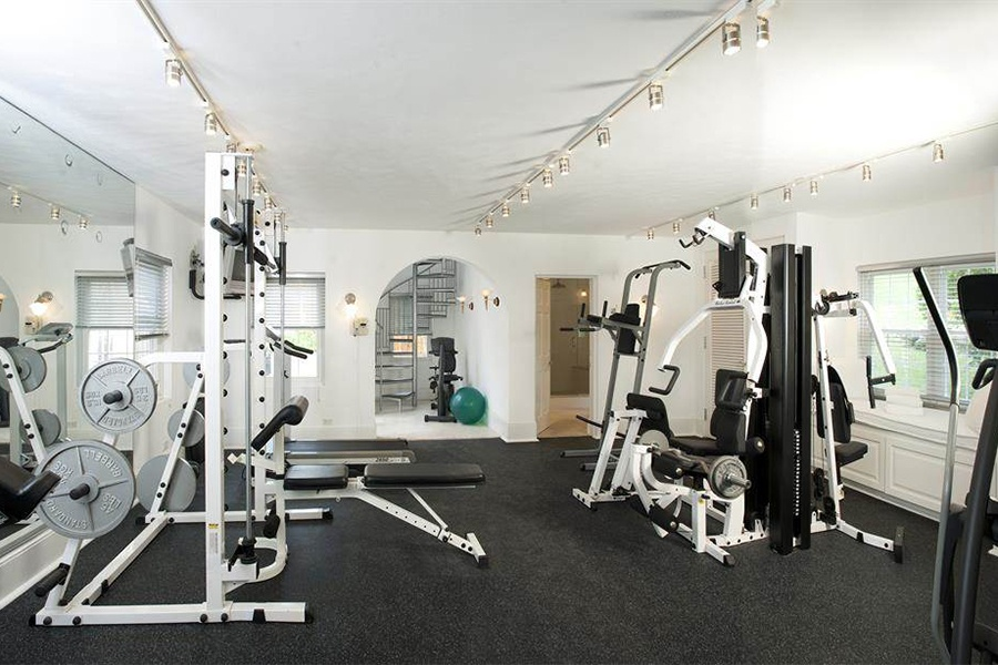 With space for just about any type of weight-training equipment, this brightly lit Bermuda gym also has its own steam shower.
