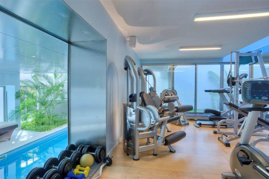 With its tempting view of the pool, this gym serves up a cool setting for a workout in this stunning Lisbon-area residence.