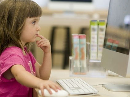 child_at_computer