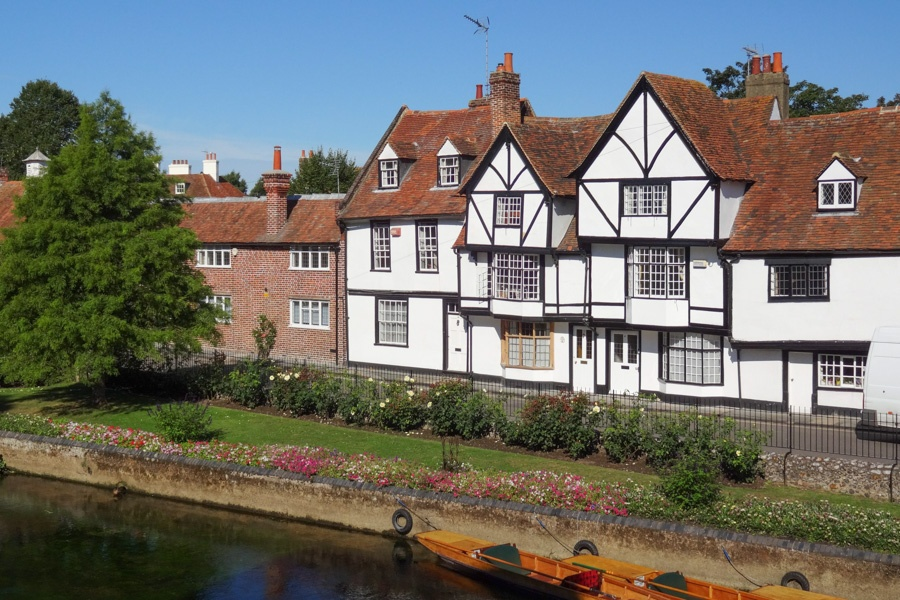 A beautiful Grade ll Listed property with wonderful riverside views close to Canterbury West train station.