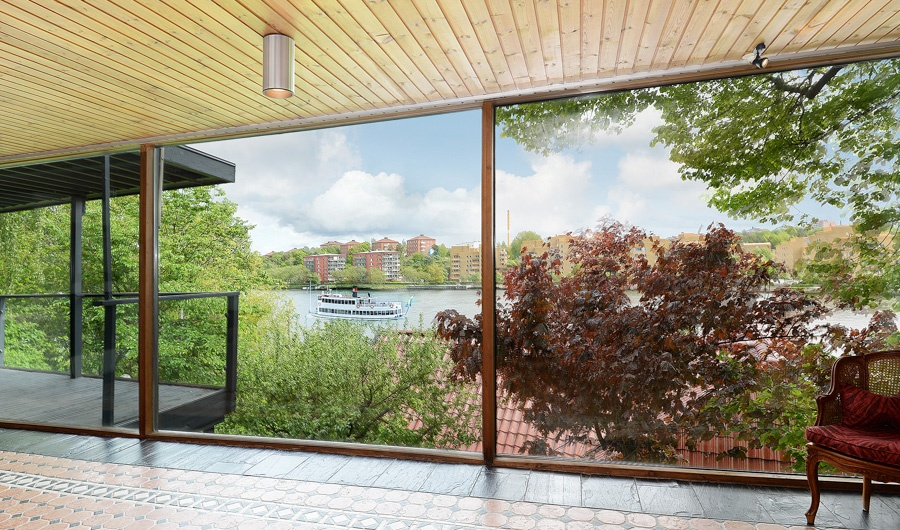 This luxury 1960s waterfront villa offers panoramic views of Gröndal and the strait of Essinge.