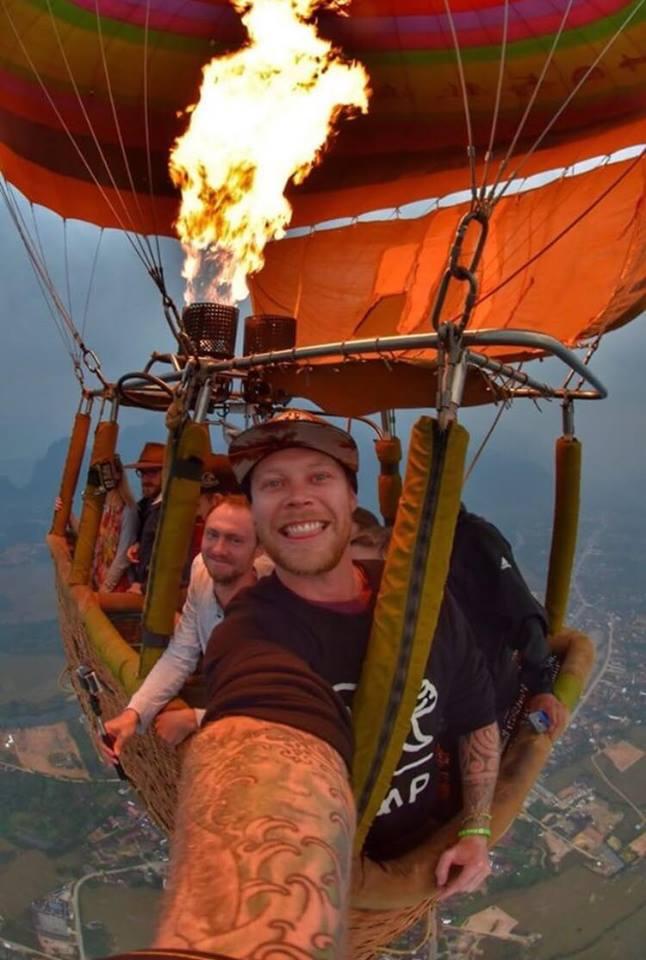 Cody-Webber-hot-air-balloon-vang-vieng-laos