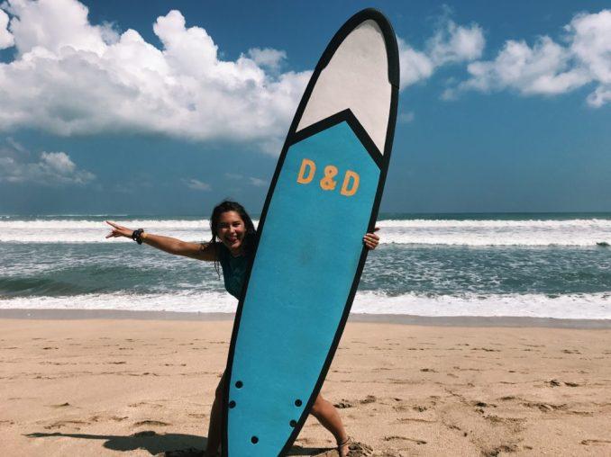 katya-mackling-indonesia-surfboard