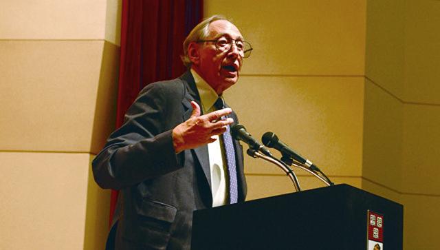 Американский писатель Элвин Тоффлер. Архивное фото