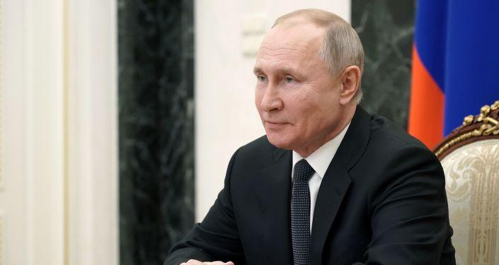 Putin Tells Merkel, Macron Russia Ready to Restore Interaction With EU, If Sees Interest