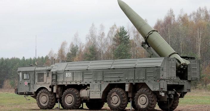 Exercises for installing Iskander missile system