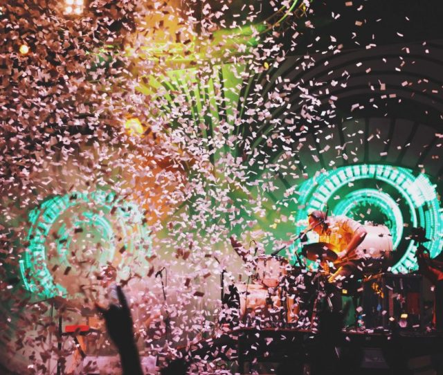 This Week In L A Things To Do Los Angeles New Years Eve Confetti Celebration Nye