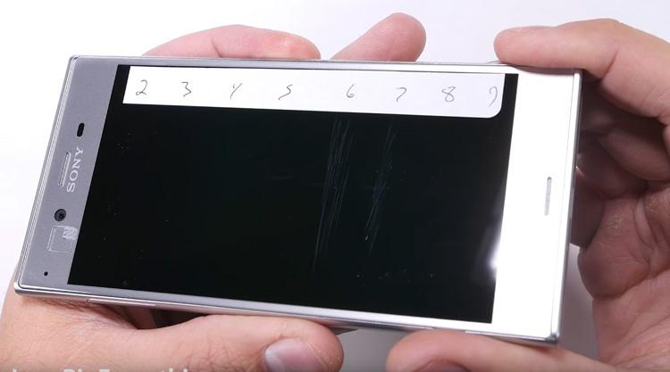 Resistencia de la pantalla del Sony Xperia XZ a los arañazos