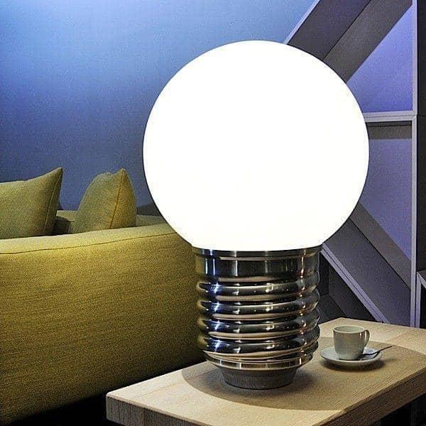 BASIC uma luminria de cho ou um candeeiro de mesa HISLE