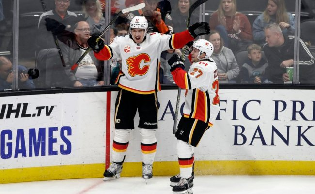 Backlund Propels Flames To 2 1 Victory Over Ducks