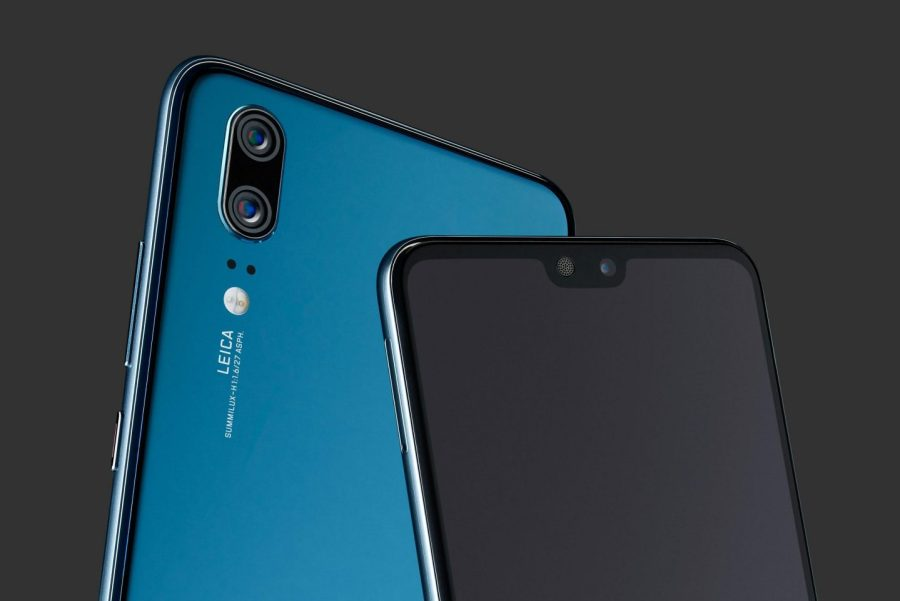 "Extremo superior del frente y dorso del Huawei P20 color ""Midnight Blue""."