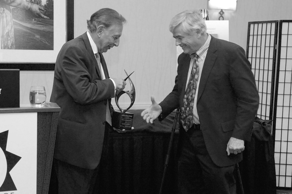 Dr. Robert Gallo presents the IHV Lifetime Achievement Award to Dr. Max Essex