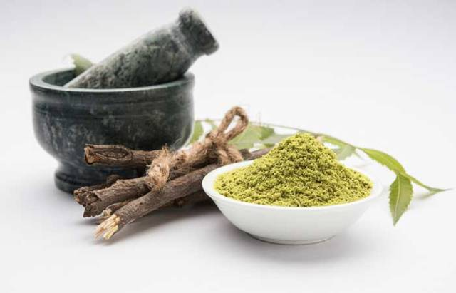 3.Neem And Rose Water Face Pack