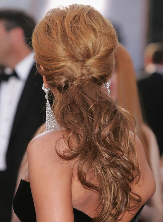 Messy-Wavy-Low-Ponytail-with-Twisted-Sides