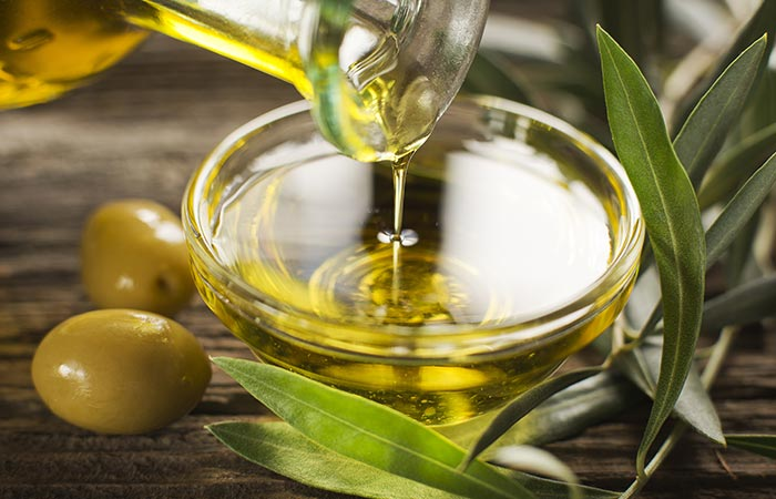 1. Use Tea Tree Oil With Olive Oil For Hair Growth - HOE TEA TREE OIL TE GEBRUIKEN OM HAARGROEI TE BEVORDEREN