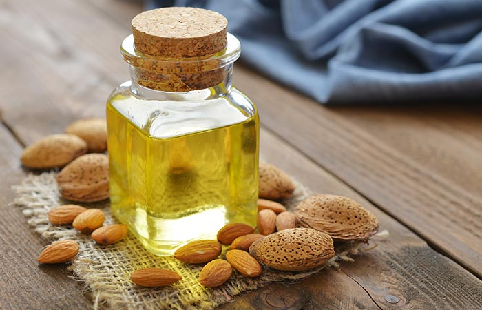 5. Almond Oil With Tea Tree Oil For Hair Growth - HOE TEA TREE OIL TE GEBRUIKEN OM HAARGROEI TE BEVORDEREN