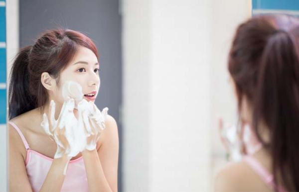 How To Use A Powder Cleanser