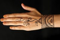 10 Beautiful Bracelet Mehndi Designs That Are Intricately ...
