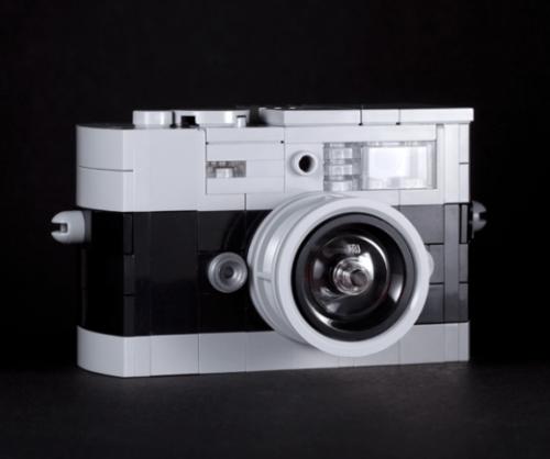 Screen Shot 2014 03 06 at 2.40.14 AM 520x435 Artist Spotlight: Chris McVeigh, Lego virtuoso