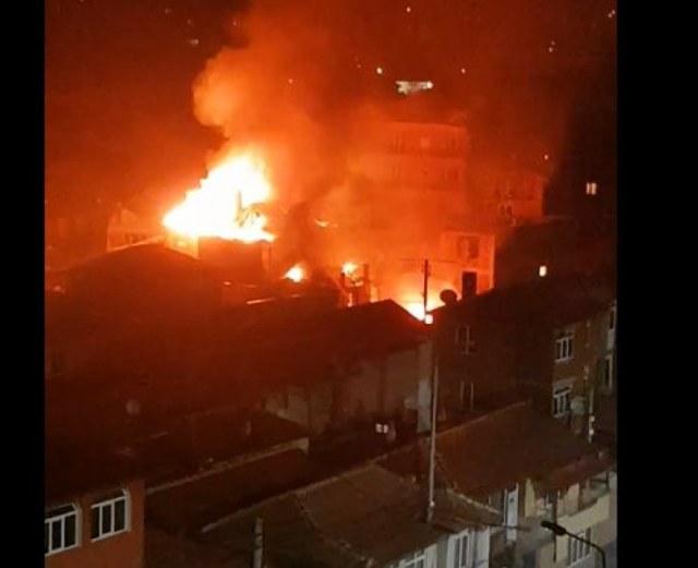 Голям пожар в Столипиново! Горят къщи в махалата ВИДЕО