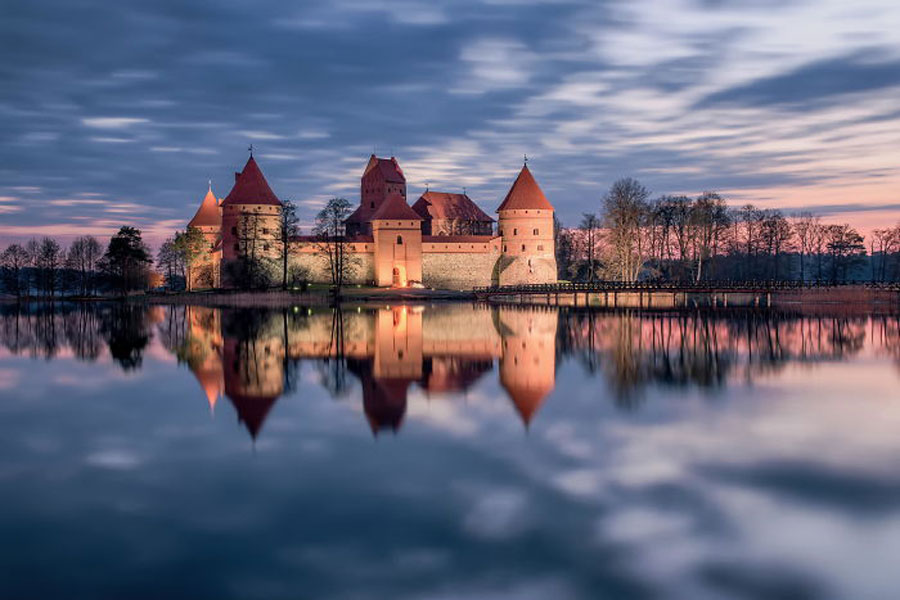 Post-The-Most-Wonderful-Castles-Around-The-World__700