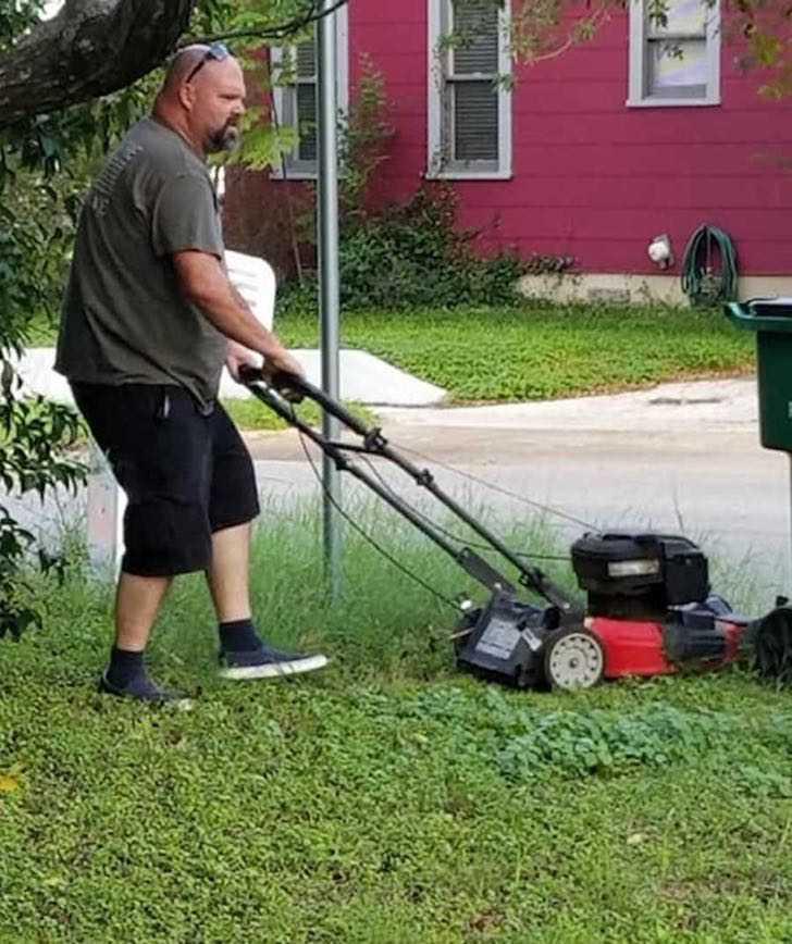 """1 122 - « Lui c'est mon père qui tond la pelouse de ma mère. Ils sont divorcés depuis 28 ans """": Un exemple à suivre"""