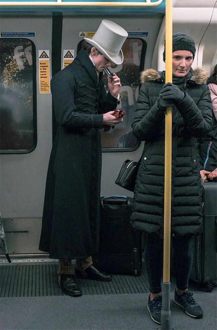 zack pinsent brighton tailor 5d2f2fdcb0b7a png  700 - Questo giovane inglese ha smesso di indossare abiti moderni all'età di 14 anni. Indossa solo abiti storici, niente di più