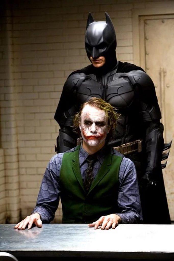 2 104 683x1024 - Batman: Caballero de la Noche llegará en octubre a Netflix. Completará la trilogía en la plataforma