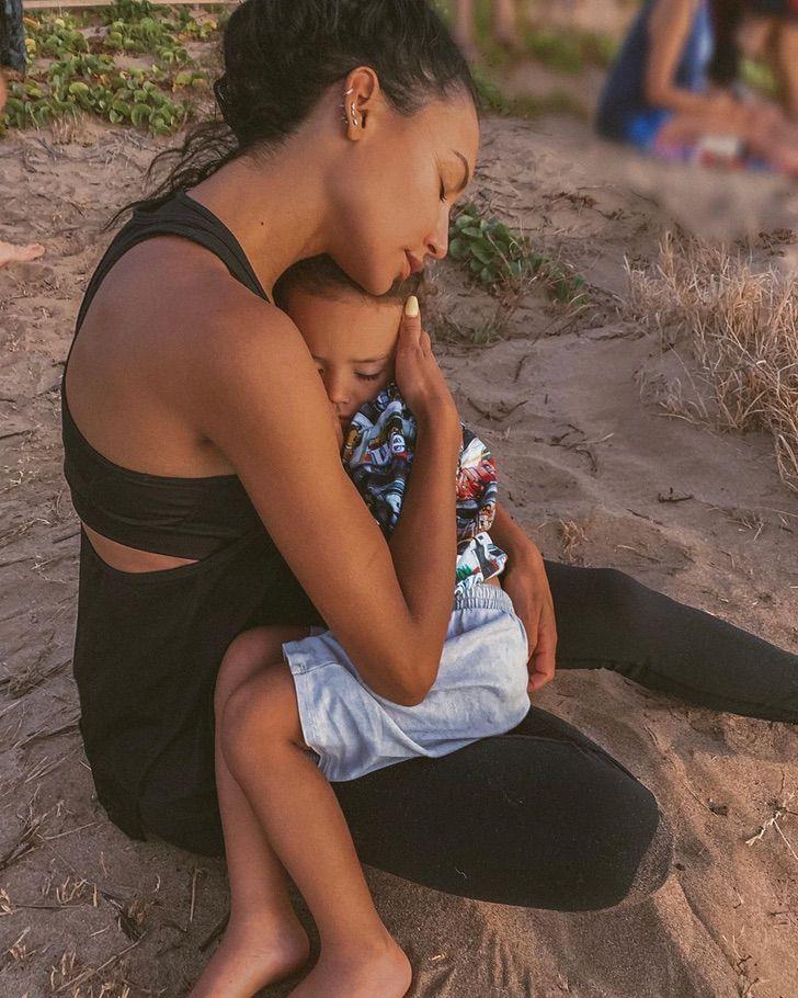nayarivera accidente hijo lago despedida0001 - Naya Rivera al fin descansa en paz en el cementerio. Una gran madre y actriz, dejó todo por su hijo