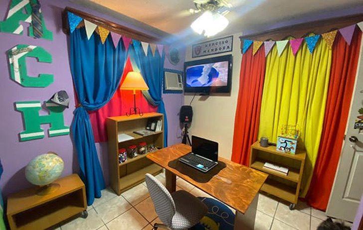 """hector escobedo hernandez 1 - Creativo profesor usa un armario para """"viajar a Narnia"""" y motivar a sus estudiantes. Eso es vocación"""