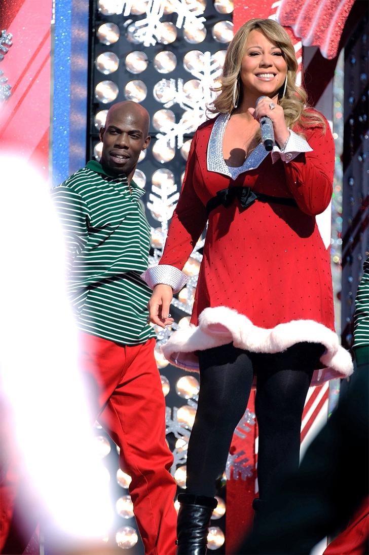 9 51 - 14 veces que las famosas se vistieron de Santa. Paris Hilton llevó la Navidad hasta la alfombra roja
