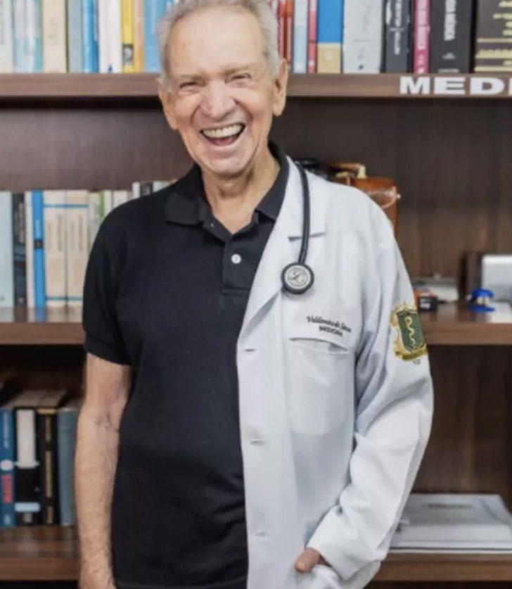 Captura de Pantalla 2021 01 13 a las 13.25.35 - Anciano de 87 que sueña con ser médico ya lleva aprobado la mitad del curso. Lo deseó toda su vida