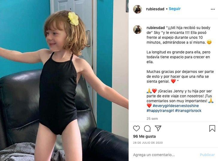 transexual nina padre bikini partes bragas juventud lgbtq0000 - Un père a conçu des maillots de bains pour les petites filles transgenre comme sa fille. Il veut qu'elle se sente à l'aise