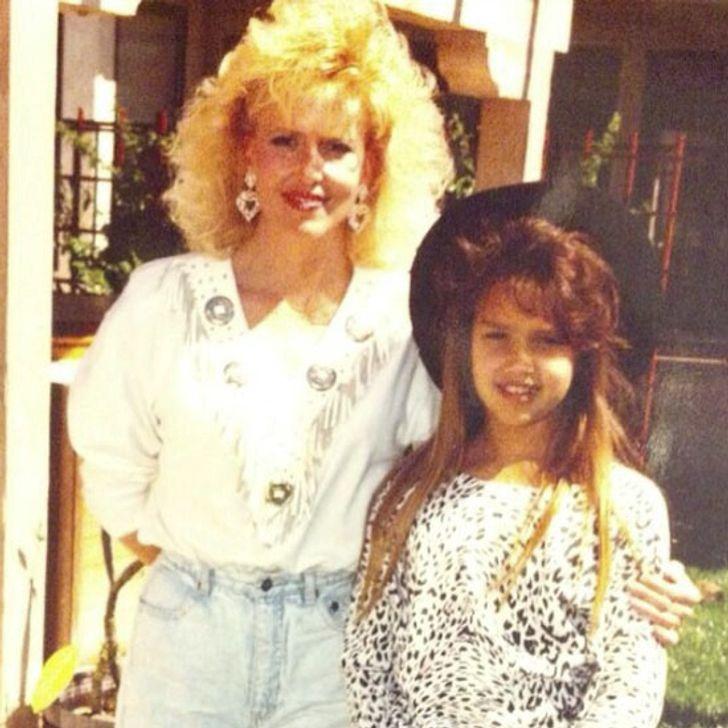 mamas famosas3 - 14 fotos inéditas de las famosas posando junto a sus madres. Beyoncé es igual a su mamá
