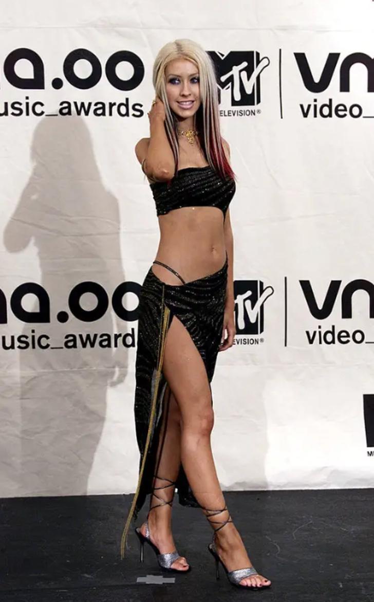 """17 11 - 25 terribles looks que los famosos presumían como """"estilosos"""". Christina Aguilera mostraba su tanga"""