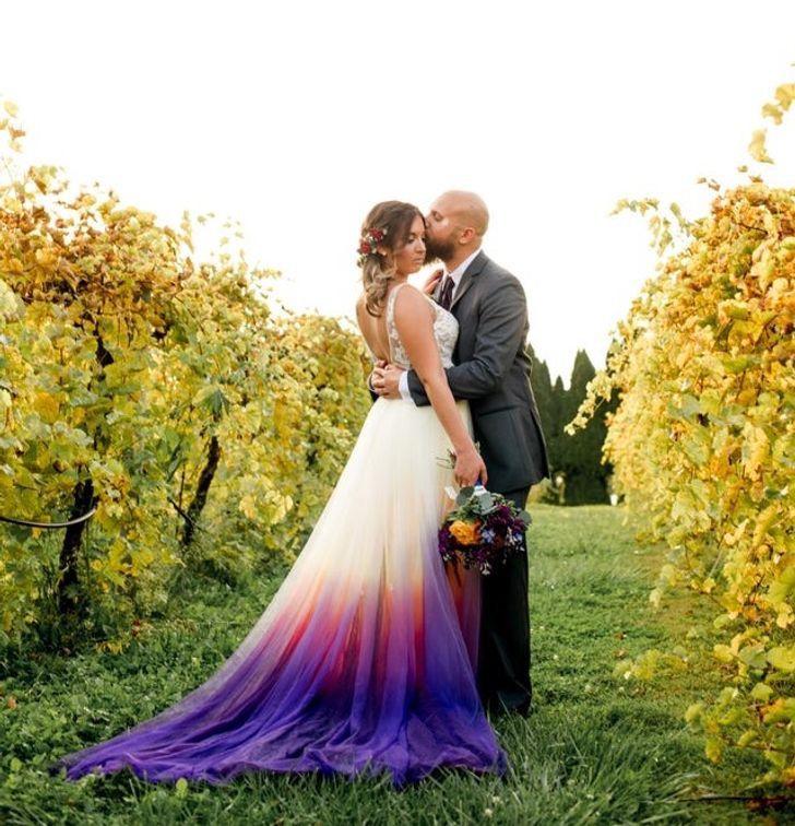 10 13 - 30 novias que no usaron el típico vestido blanco en su boda. Una se vistió de dinosaurio