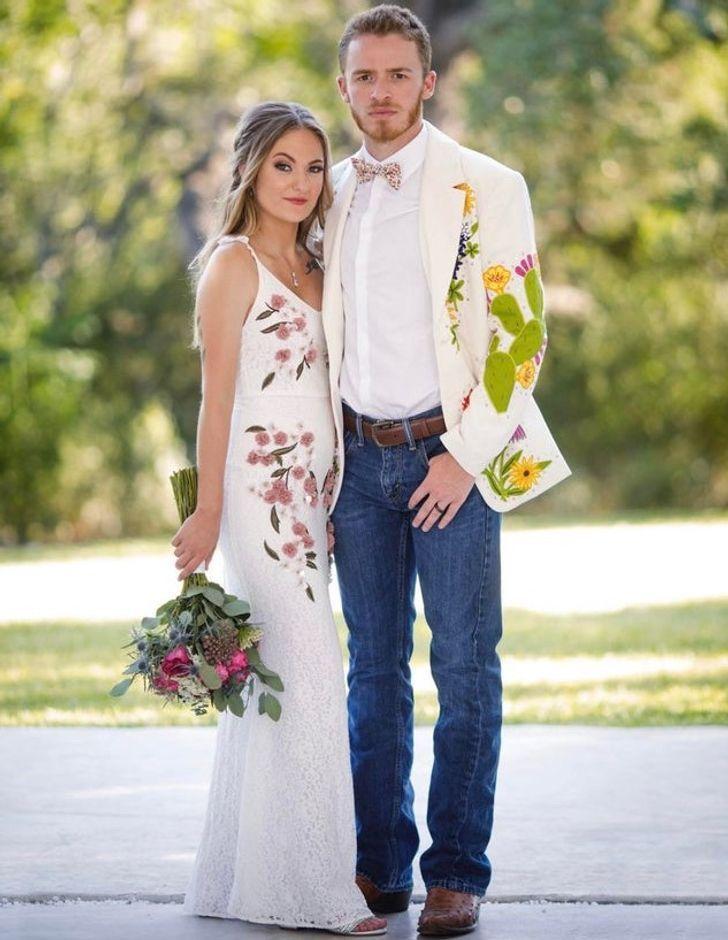 14 7 - 30 novias que no usaron el típico vestido blanco en su boda. Una se vistió de dinosaurio