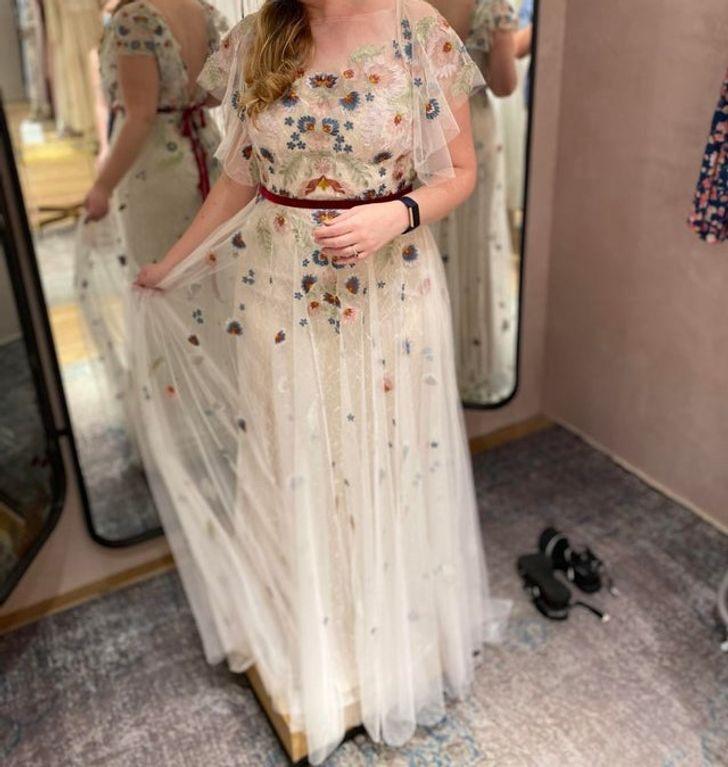 26 1 - 30 novias que no usaron el típico vestido blanco en su boda. Una se vistió de dinosaurio