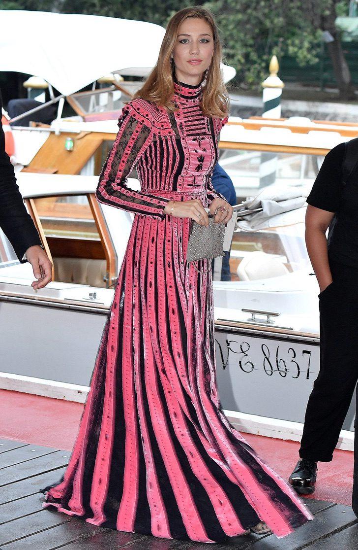 """13 43 - Meghan y Kate ya no son las royals más """"elegantes"""": una modelo italiana les arrebató el título"""
