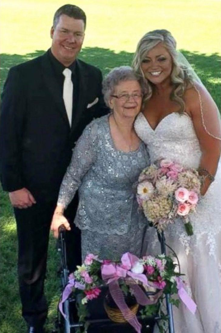 Captura de Pantalla 2021 08 04 a las 16.54.17 - Abuela de 92 años es nombrada como florista y dama de honor en la boda de su nieta. Es un homenaje