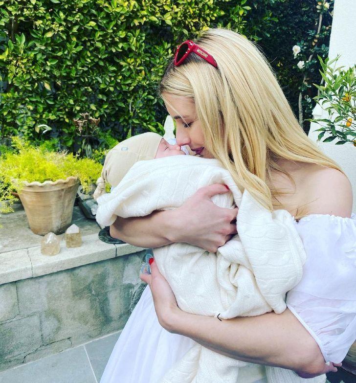 famosos nuevo hijo7 - 17 fotos de famosos luciendo completamente felices después de recibir a su primer bebé