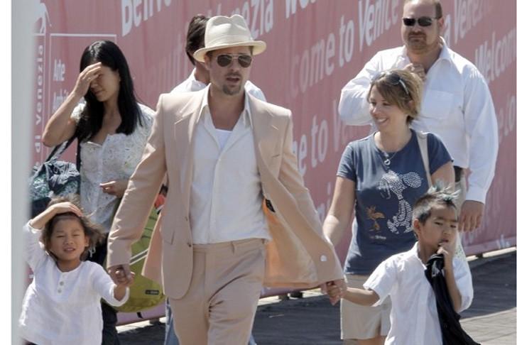 diferencias angelina brad16 - 16 fotos de la diferencia entre cómo se lleva Angelina Jolie con sus hijos y cómo lo hace Brad Pitt