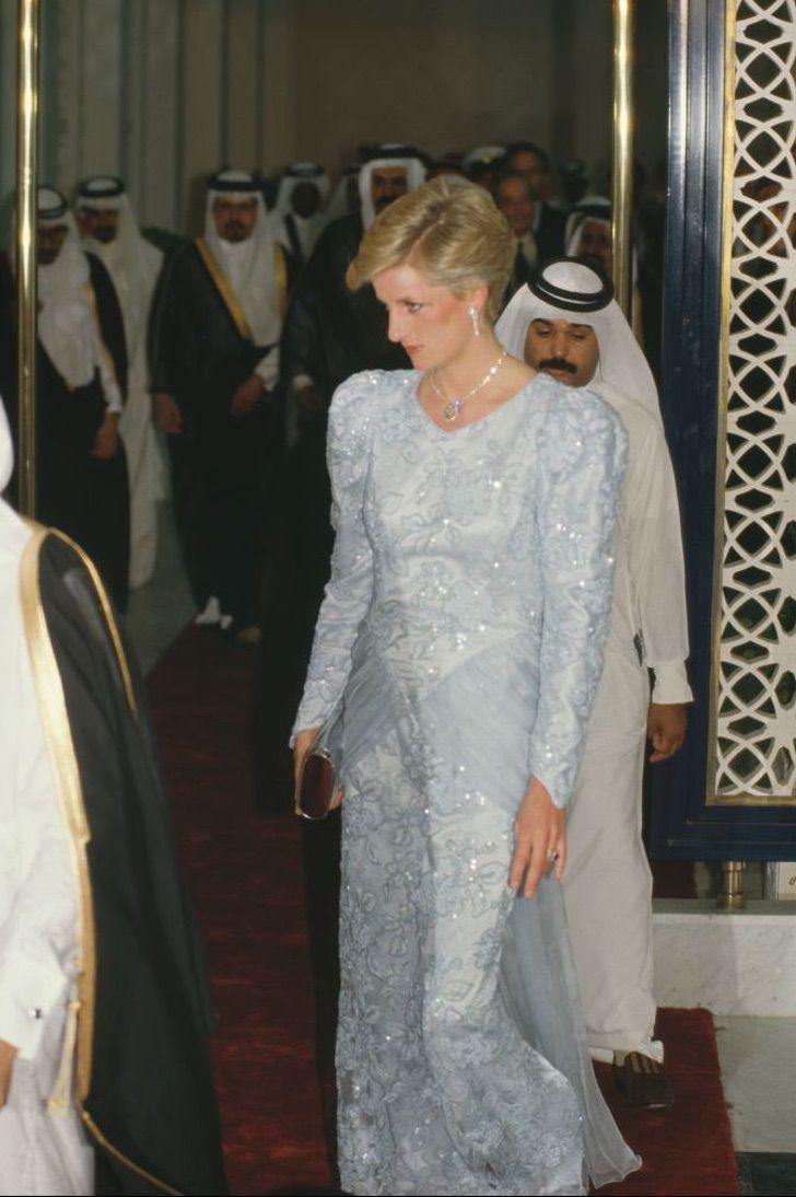 lady di princesa 19 - 20 elegantes atuendos con los que la princesa Diana se vio como una auténtica princesa