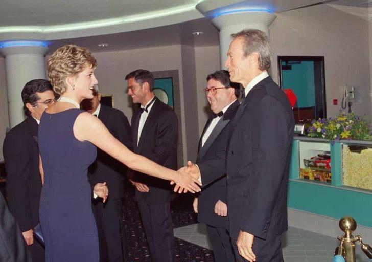 princesa diana famosos4 - 19 fotos de famosos que tuvieron la oportunidad de conocer a la princesa Diana de Gales