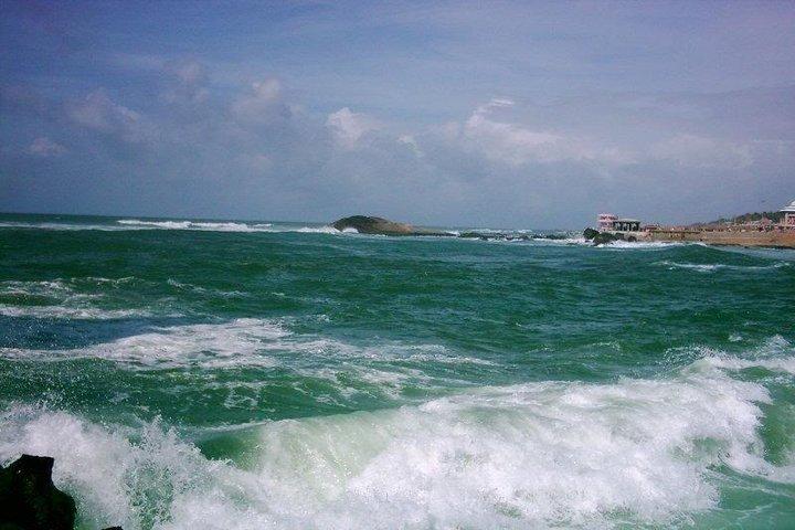 https://i0.wp.com/cdn2.walkthroughindia.com/wp-content/uploads/2012/10/Colors-on-the-sea-of-Kanyakumari.jpg