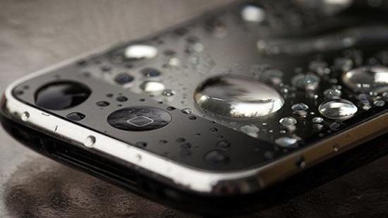 Qué hacer cuando se moja el celular