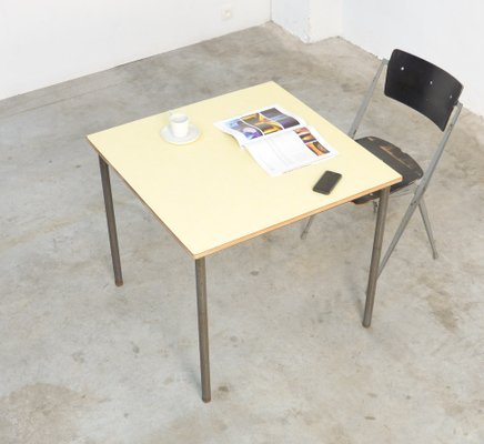table basse carree industrielle
